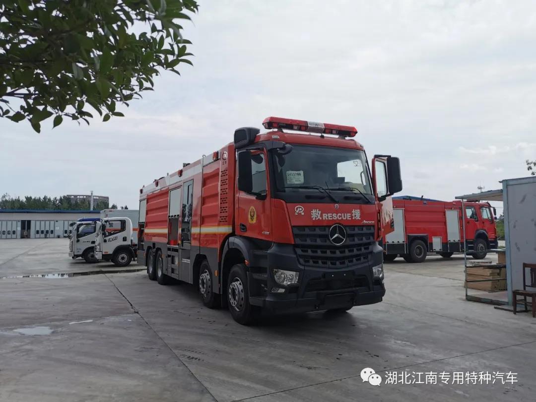 【新品推荐】国六奔驰18吨水罐betvlctor伟德中文版