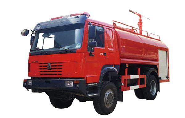四驱重汽豪沃8吨越野森林消防洒水车