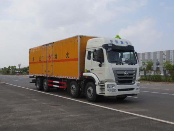 伟德手机客户端app重汽豪沃19吨易燃液体厢式运输车