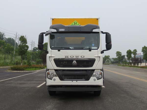 伟德手机客户端app重汽T5G轴易燃液体厢式运输车(13吨)