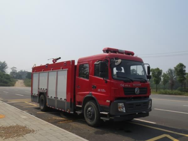 东风153消防车.jpg